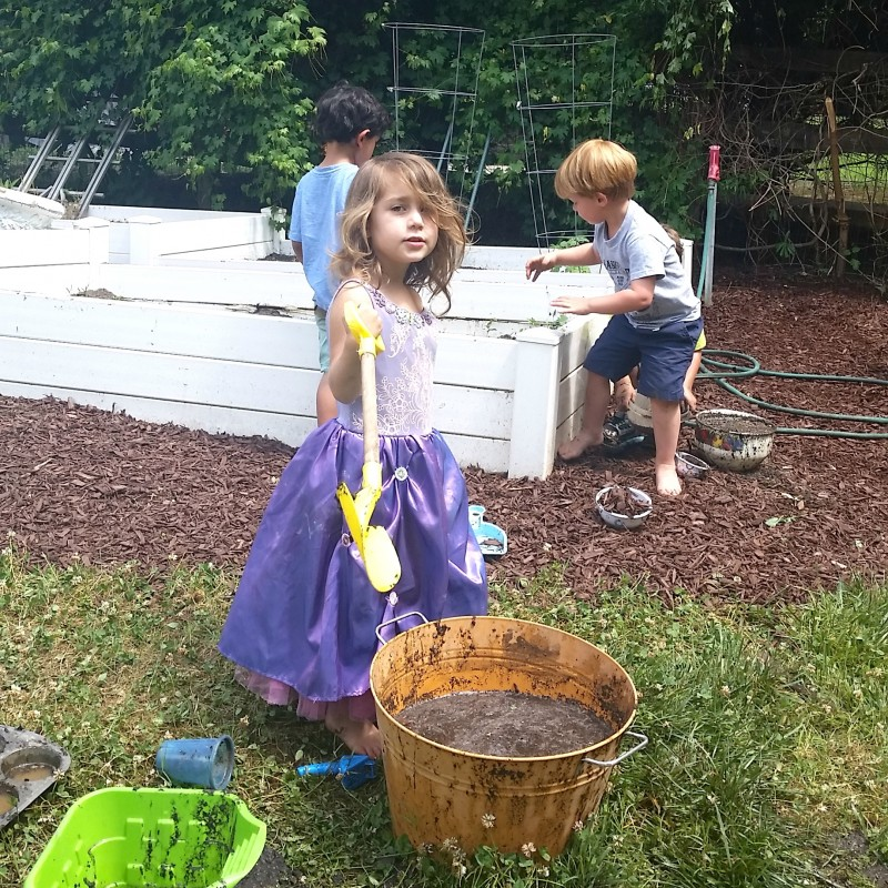 Simple Summer Fun ~ Mud Pie Playdate