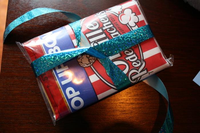 popcorn tie 1